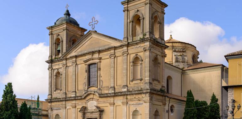 Visitando il Duomo di Vibo Valentia e descrivendo la figura dell'abate Luca .