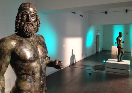 I Bronzi di Riace: esempio di arte Magno Greca.