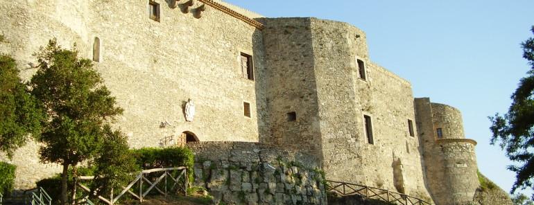 Il Museo Archeologico Vito Capialbi di Vibo Valentia conserva la laminetta orfica.