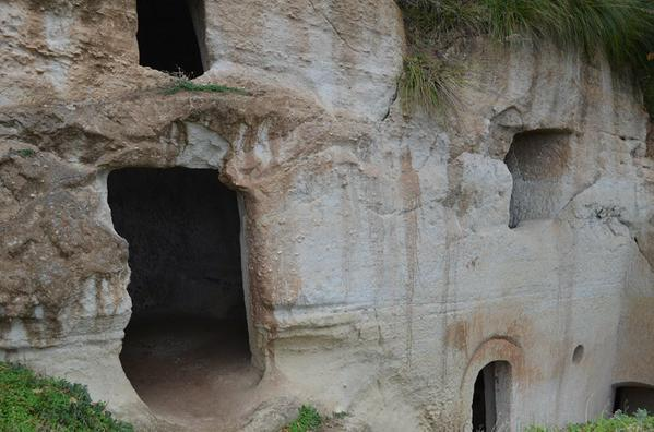 Le case grotte dei monaci medioevali a Zungri.